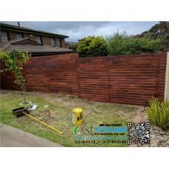 墨尔本 围栏 merbau decking 70X19 fence 前院正面砖墙围围栏 前院左侧阶梯状1.5M高围栏 190 AUD/平方+GST,Melbourne fence merbau decking 70X19 fence fro